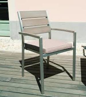Sedia da giadino impilabile in resin wood VERNAZZA struttura alluminio satinato e resin wood CHE 32