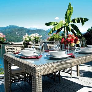 Tavolo da giardino fisso 210 x 110 MATERA rattan wicker sintetico avana con piano in vetro RTW 81