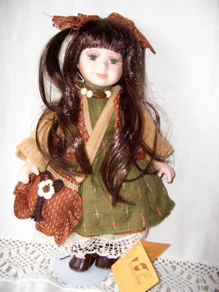 Bambola da Collezione in Porcellana con Lunghi capelli Bruni e Borsetta RF Collection qualità Made in Germany
