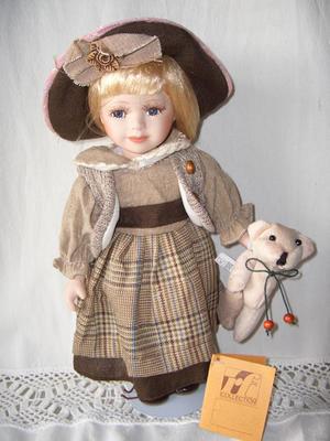 Bambola da Collezione in Porcellana con Capelli Biondi e Orsetto RF Collection qualità Made in Germany