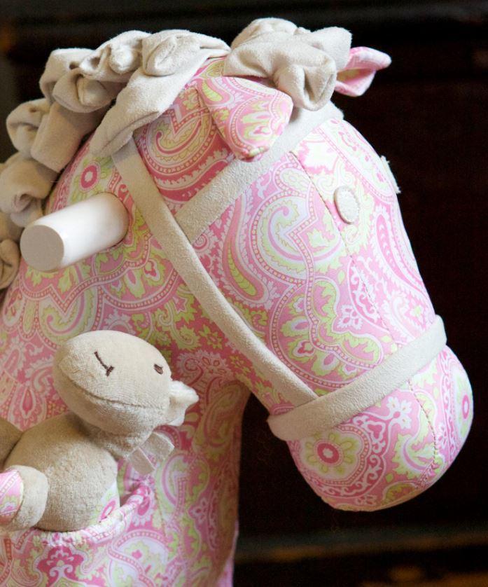 Cavallo a Dondolo Pixie e Fluff Rosa e Bianco di Little Bird Told Me