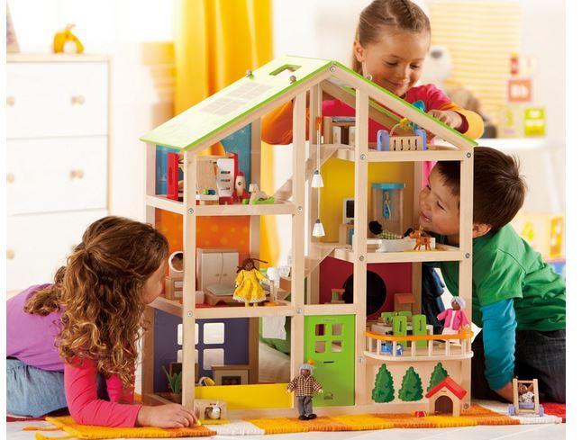 Casa delle Bambole 4 Stagioni Arredata in Legno Hape - Offerta