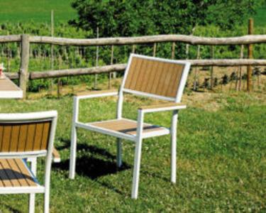 SEDIA da giardino CERVINIA resin wood color noce struttura in alluminio avorio impilabile CHE 33