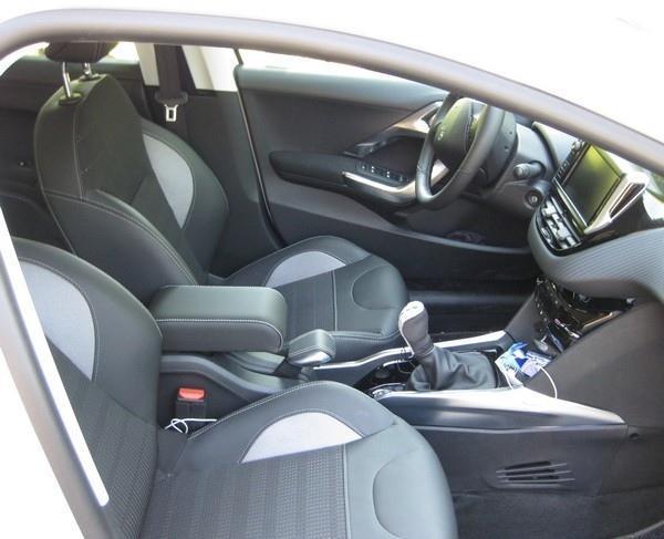 Mittelarmlehne für Peugeot 2008 (2013-2019) mit farbige Nähte und abgedeckt hinteren Scharnier