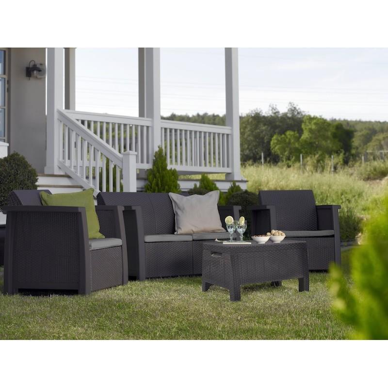Dettagli set da giardino dal design ergonomico in for Salotto per giardino
