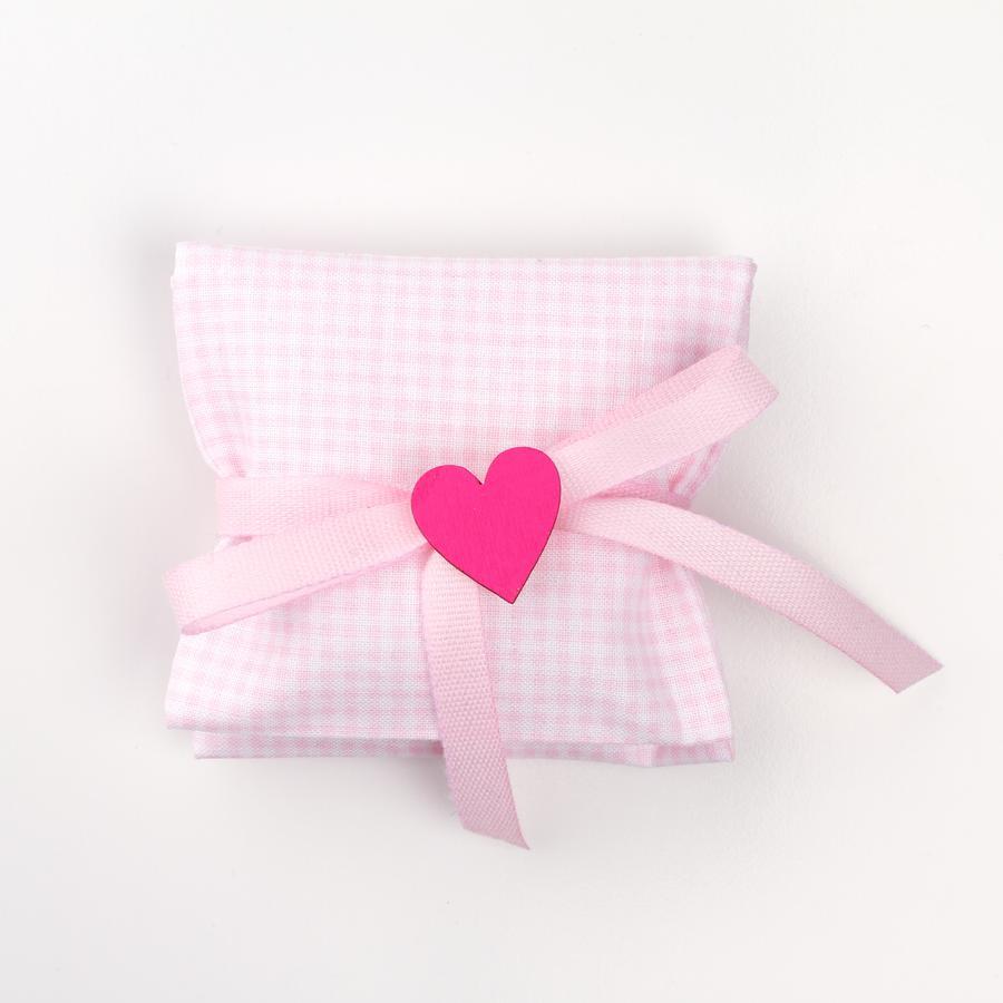 Busta quadratino rosa con applicazione cuore in legno