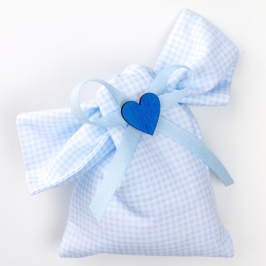 Saccotto nodo quadratino azzurro con applicazione cuore legno