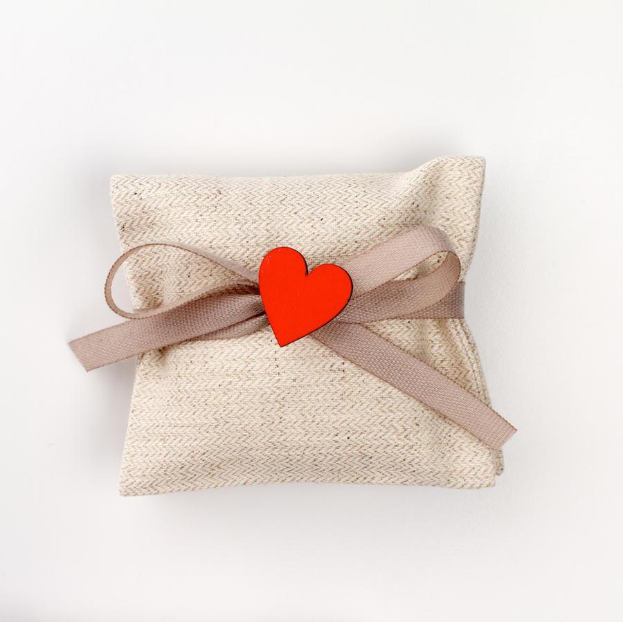 Busta cotone grezzo spigato con applicazione cuore legno