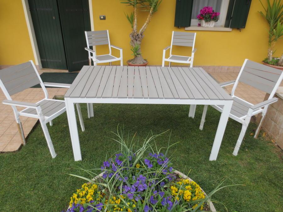 Set da pranzo x giardino da esterno in alluminio e polywood ALBERTO cm 150x90 con 4 Poltrone colore grigio chiaro