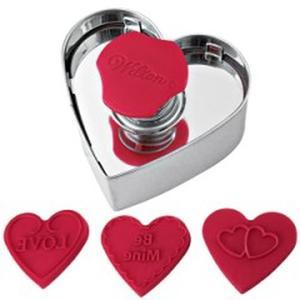 Set  stampo per biscotti  a forma cuore con 3 scritte intercambiabili