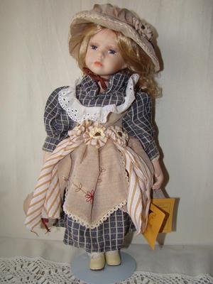 Bambola da Collezione in Porcellana con Vestito a Righe e Borsetta RF Collection Qualità Made in Germany