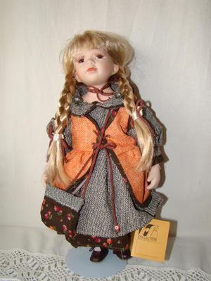 Bambola da Collezione in Porcellana con Gilet Arancio e Borsetta RF Collection Qualità Made in Germany