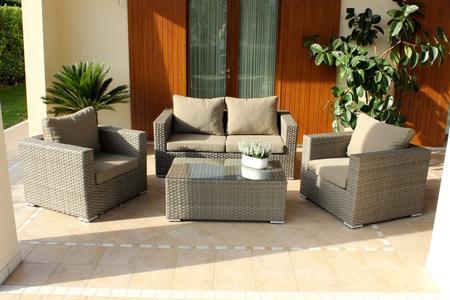 Salotto da giardino in wicker MELVILLE con divano 2 poltrone e tavolino in alluminio e wicker MARRONE