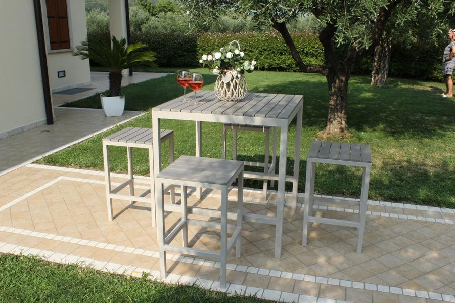 Set Bar tavolo 4 sedie alti  COMPLETO BAR SIRIUS in polywood grigio e alluminio TORTORA