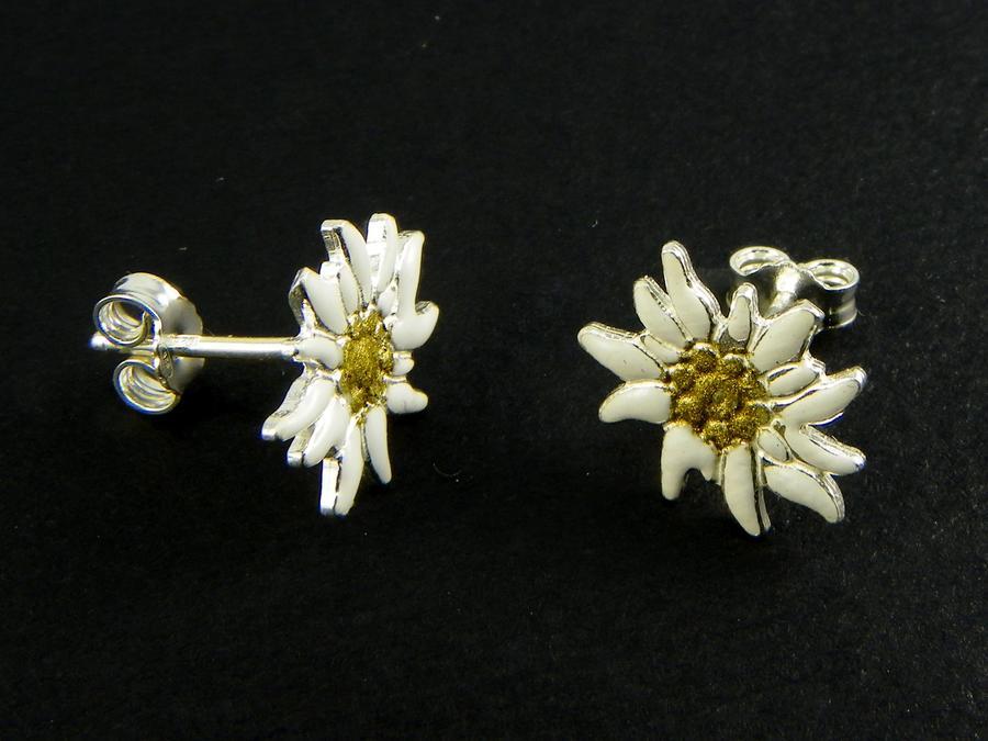 Edelweiss earrings in Silver enamelled lobe
