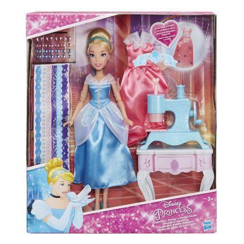 Hasbro B6908 Bambola 30 cm Principessa Disney Cenerentola Macchina Da Cucire Vestito