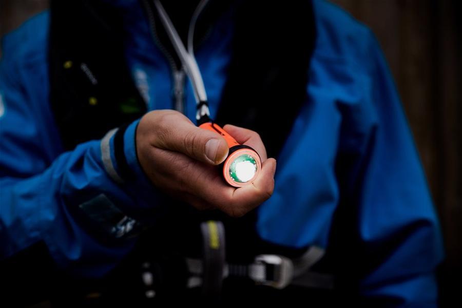 Torcia Exposure OLAS Float-On funzione MOB su App e Strobo - Offerta di Mondo Nautica 24