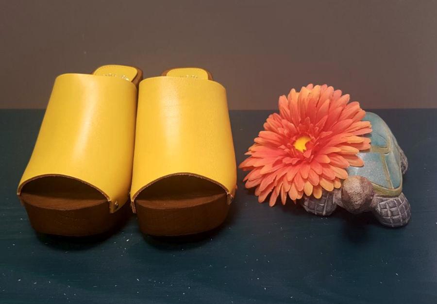 YELLOW CLOGS CASTA&DOLLY