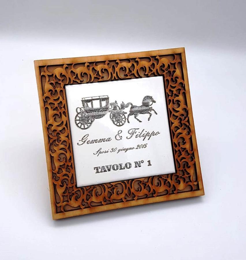 Segnatavolo mattonella incisa con cornice in legno