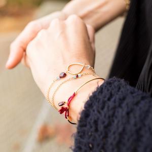 Bracciale collana con goccia satinata e pietre [+ colori]