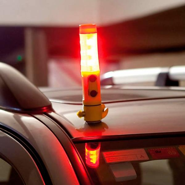TORCIA LED MULTIFUNZIONE CON ACCESSORI D'EMERGENZA LED