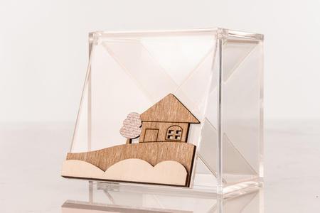 Scatolina portaconfetti degustazione 4 scomparti in plexiglass e applicazione paesaggio in legno, linea Cuor d'incanto
