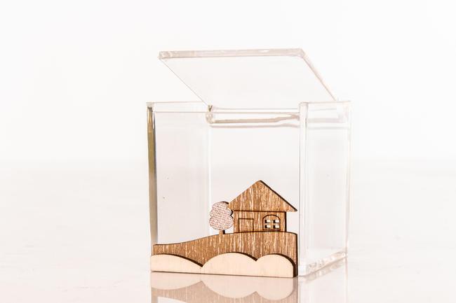 Scatolina portaconfetti  media cubo in plexiglass e applicazione paesaggio in legno, linea Cuor d'incanto