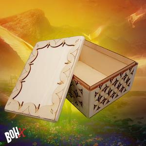 Un contenitore multiuso in legno intagliato ed inciso