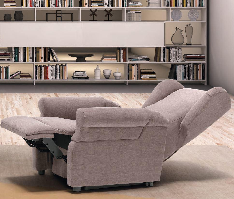 Poltrone relax poltrone reclinabili elettriche poltrona for Mondo convenienza poltrone elettriche