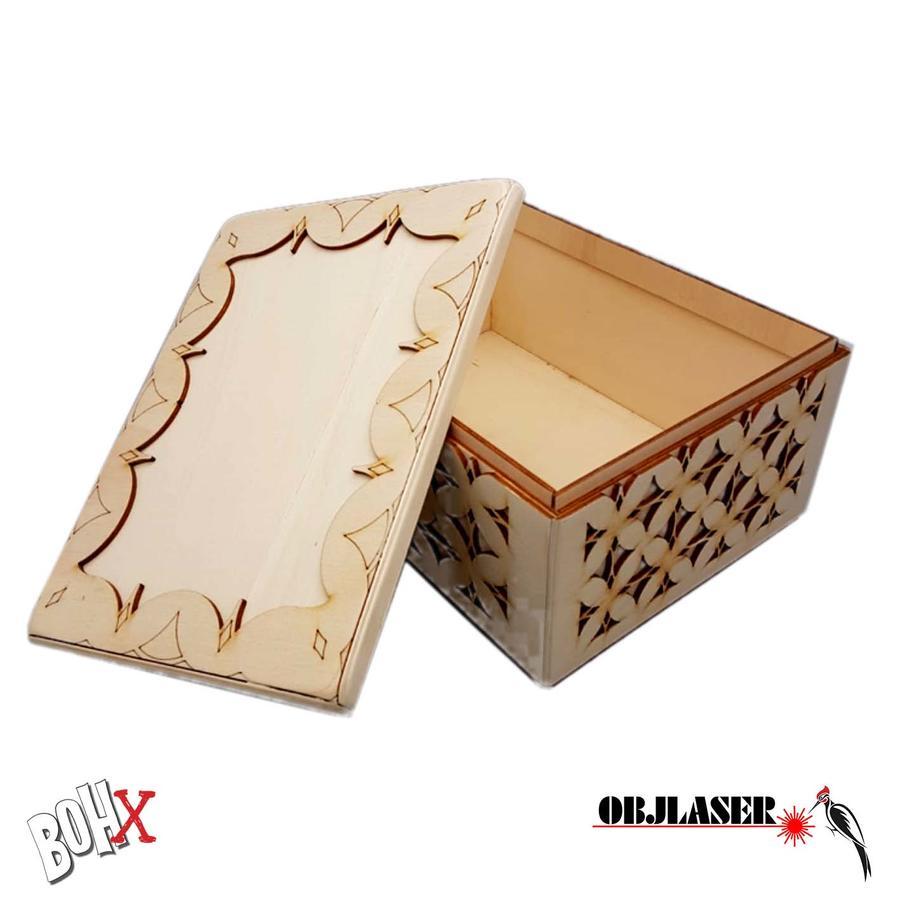 Contenitore multiuso in legno intagliato ed inciso
