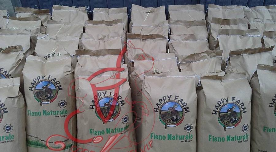 Happy Farm Fieno Naturale • 4 x 1 kg (Spedizione Standard)