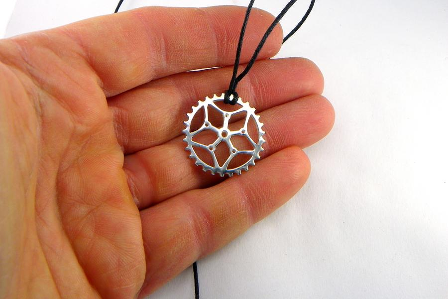 Pendant bicycle crown