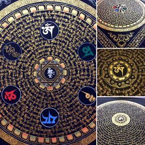 Mandala Mantra monocolore su nero