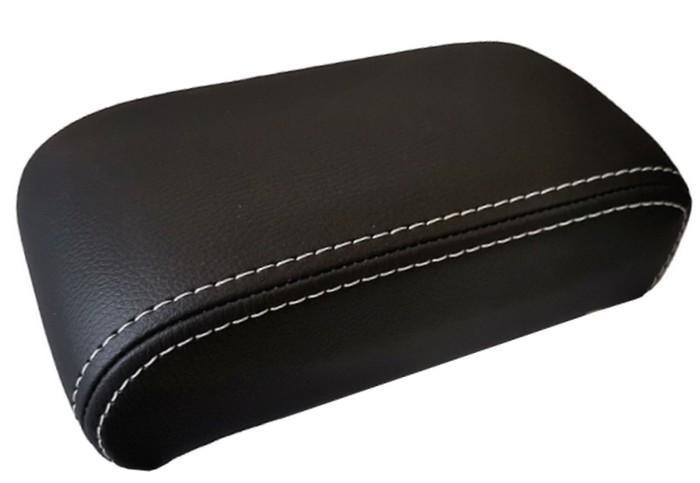 Doppelt weiße Nähte für Mittelarmlehne - für die Mittelarmlehnen aus schwarzem Kunstleder