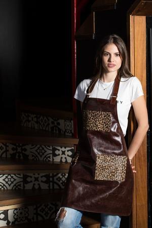 ANTZELINA Grembiule in pelle marrone scuro e tasche in cavallino leopardato rasato