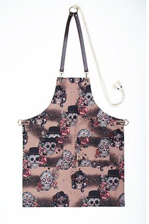 PINKSKULLS Grembiule in tela gabardine stampata con teschi su sfondo rosa