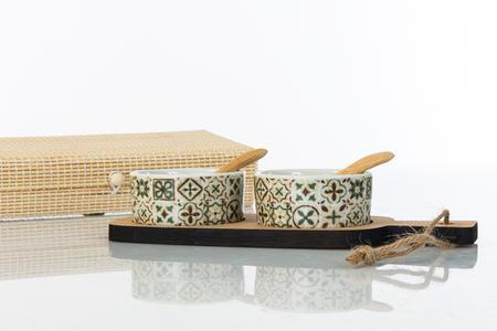 Antipastiera due ciotoline in ceramica con base e forchettine in legno in scatola regalo in bambu',  linea Cuordamalfi