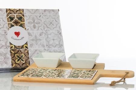 Antipastiera in legno con inserto in ceramica decorata dotata di due eleganti ciotoline in ceramica bianca e scatola regalo,  linea Cuordamalfi