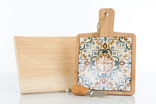 Tagliere medio in legno con interno in ceramica finemente decorata, coltellino tagliagrana incluso e scatola regalo in bambu',  linea Cuordamalfi
