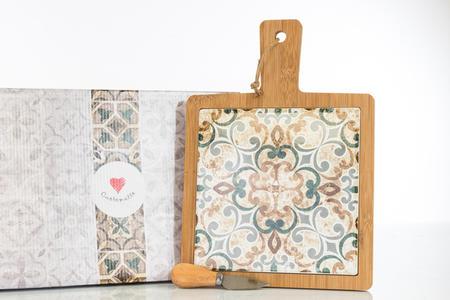 Tagliere grande in legno con interno in ceramica finemente decorata, coltellino tagliagrana incluso e scatola con stampa grafica,  linea Cuordamalfi