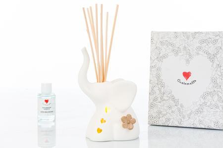 Elefantino porta anelli-profumatore in bisquit con fiore applicato e luce led,  linea Cuor Per Sempre