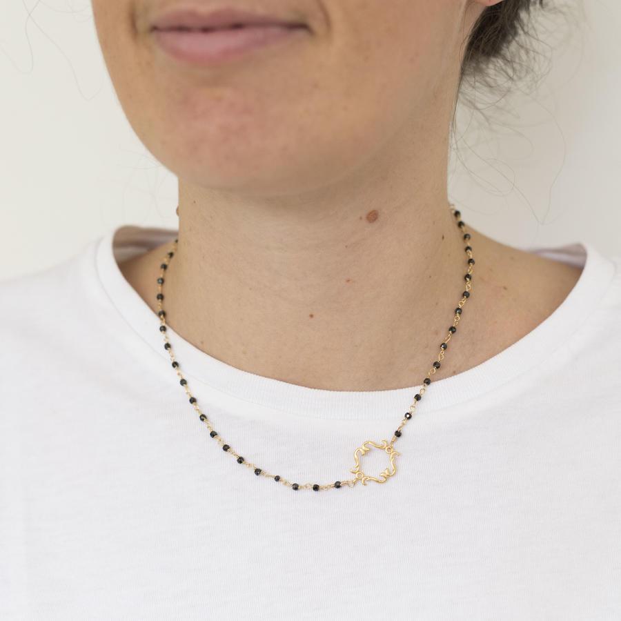 Collana girocollo con piccolo inserto dorato [ + colori ]