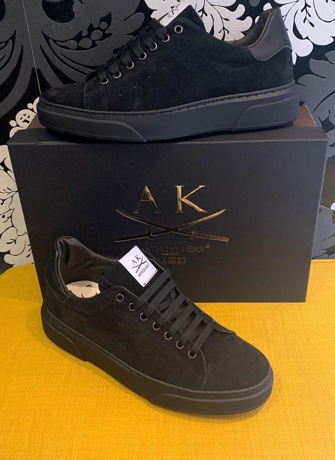 Sneakers uomo Anthony Kenji in camoscio nero bassa
