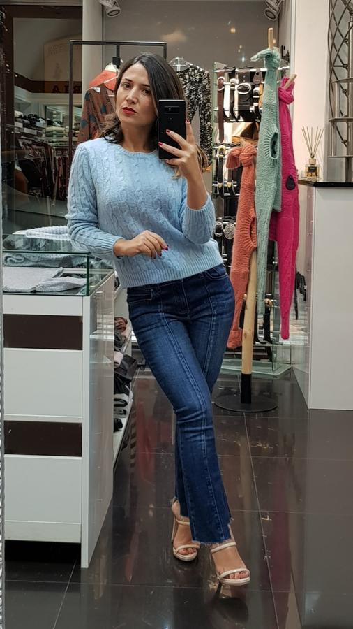 Jeans denim a zampa con fondo asimmetrico