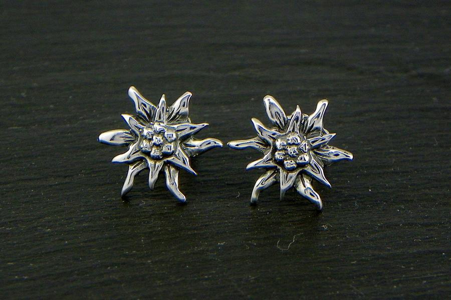 Edelweiss earrings in Silver blakened