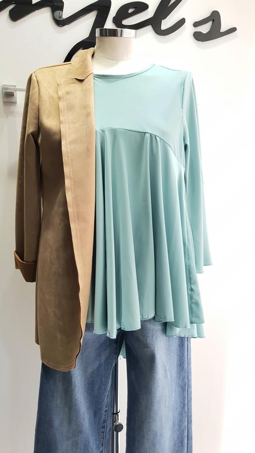 Blusa setata paricollo asimmetrica