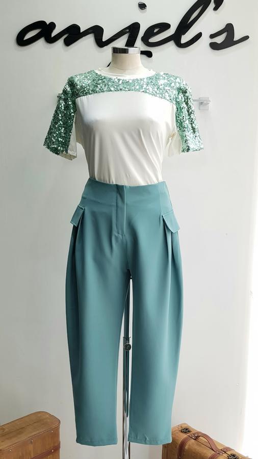 Pantalone con tasche laterali
