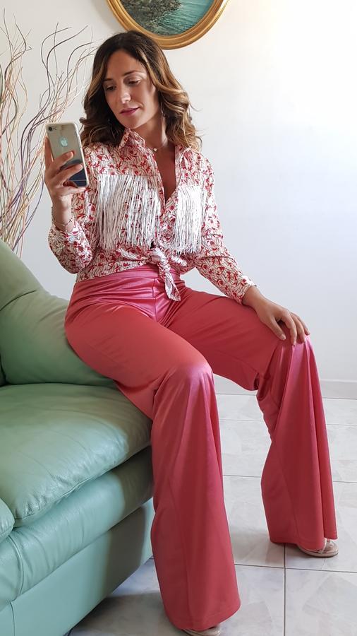 Pantalone lucido con fondo ampio