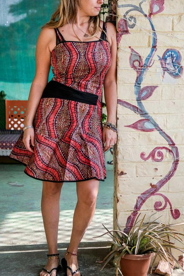 Vestido corto de mujer Sarika - negro y rojo