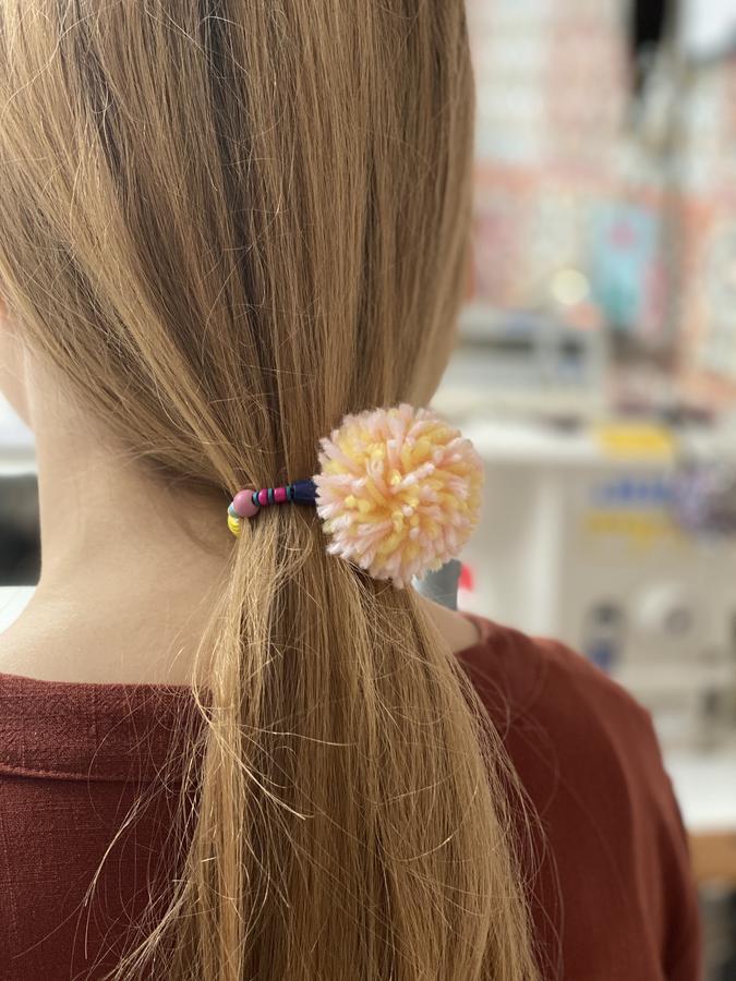Laccio elastico per capelli.